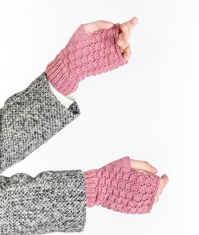 Patterns - Needles & Co. - Lizard Mittens Pattern - 1