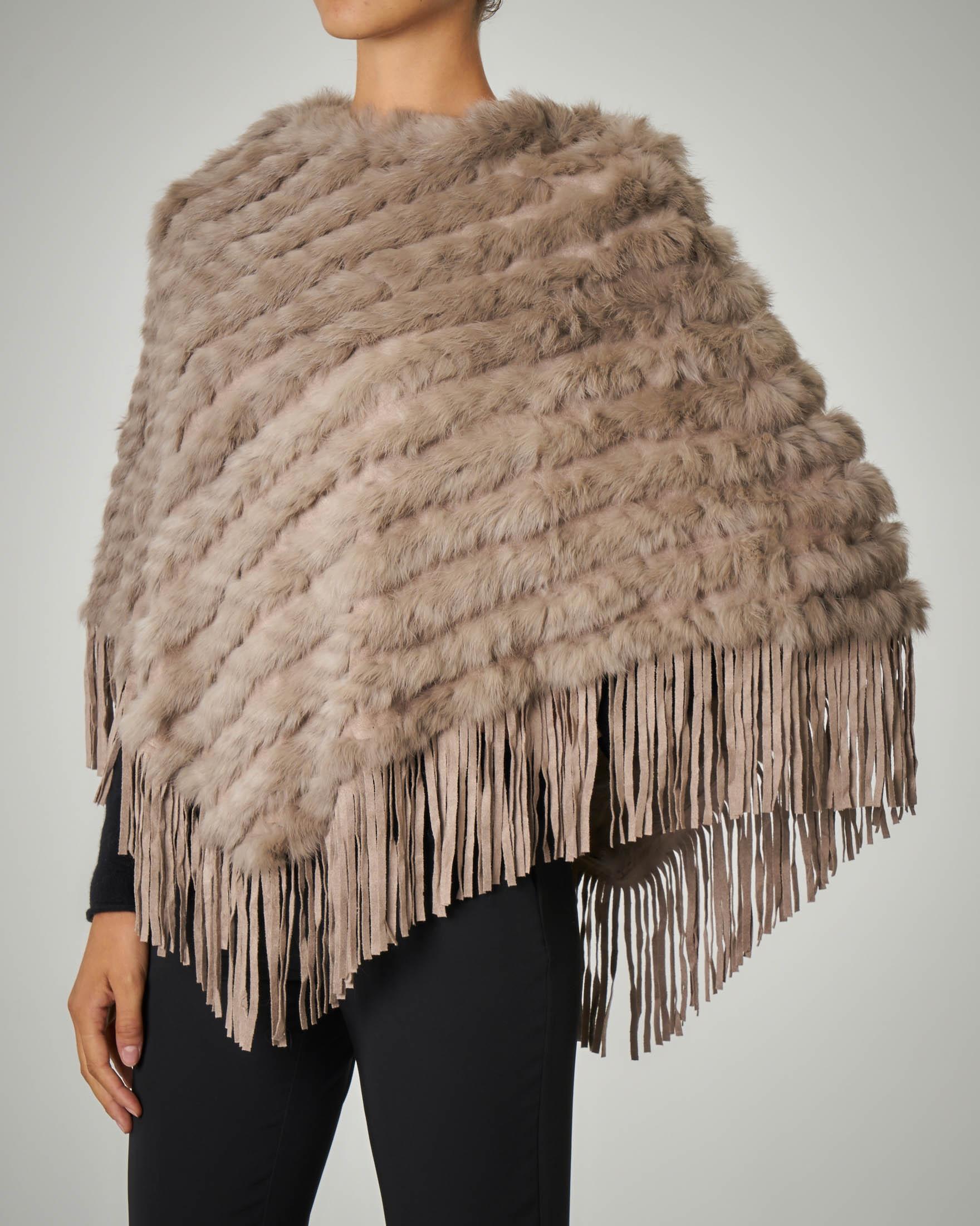 Poncho in pelliccia grigia con frange