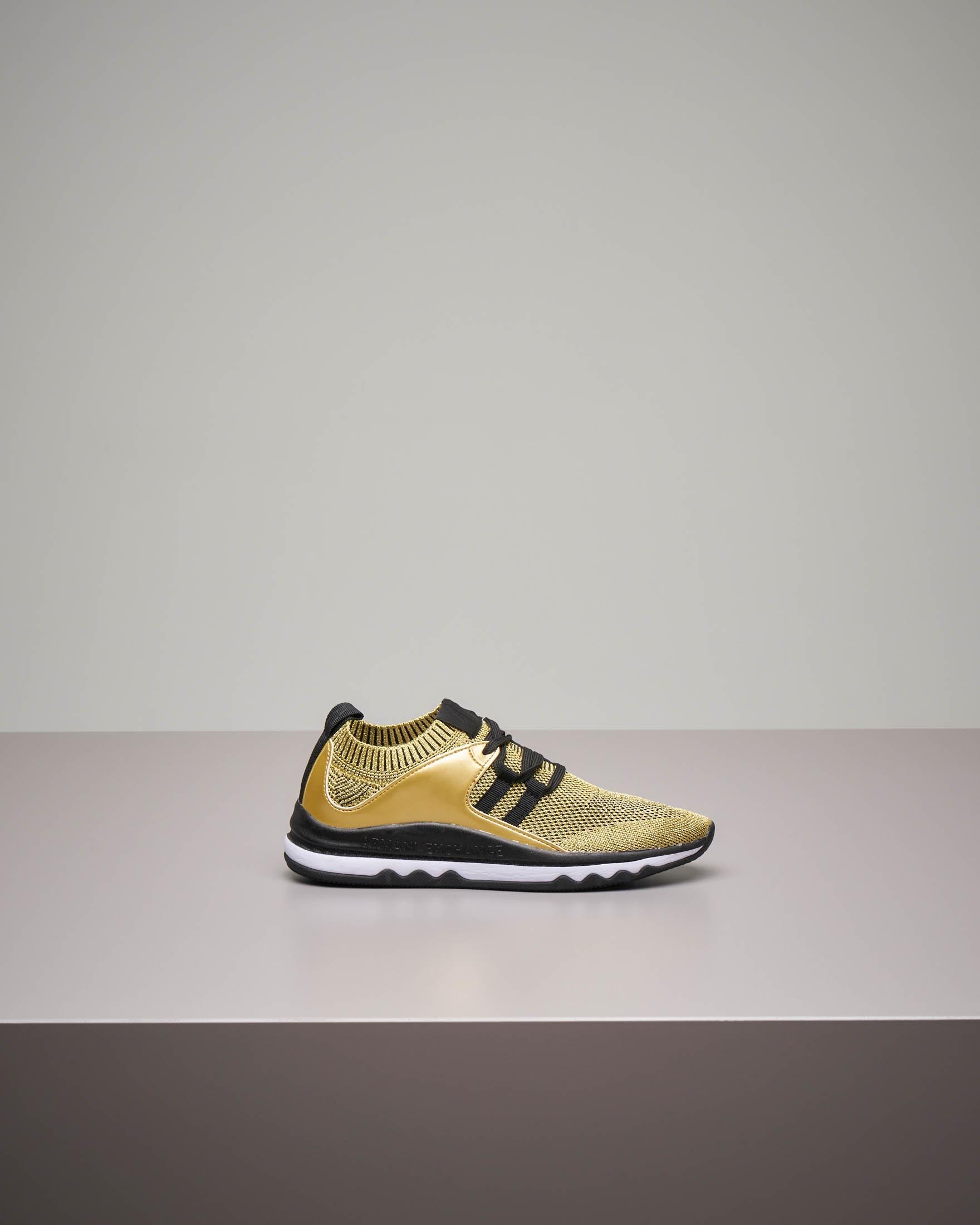 Sneakers grigia in maglia leggera