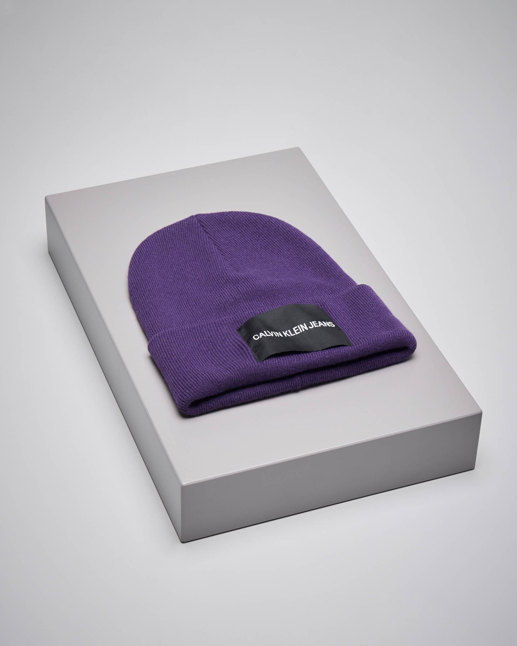 Berretto in misto lana viola con logo