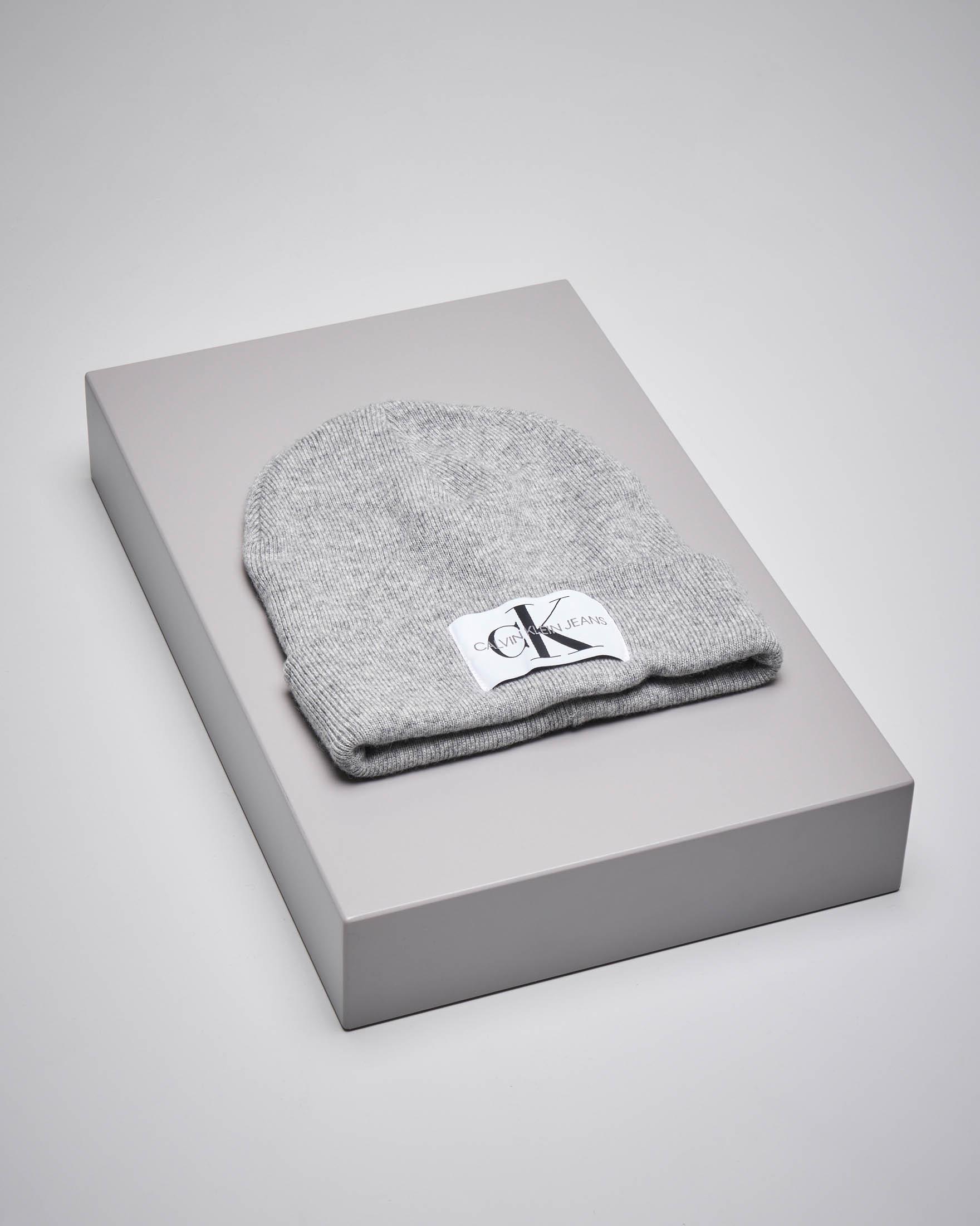 Berretto in misto lana grigio con monogramma logo
