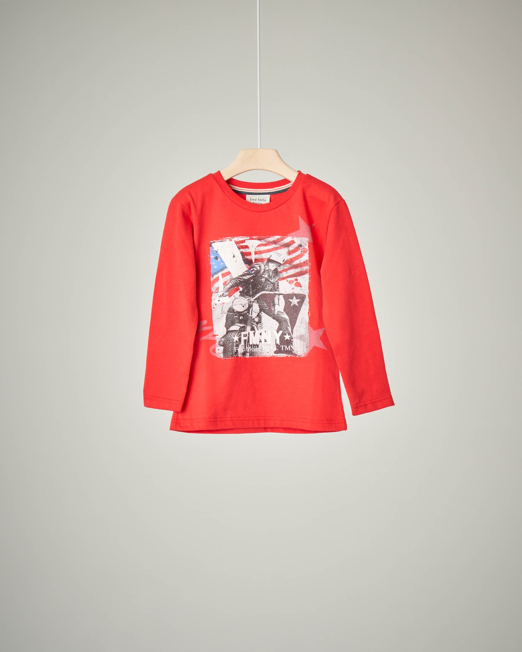 T-shirt rossa con stampa