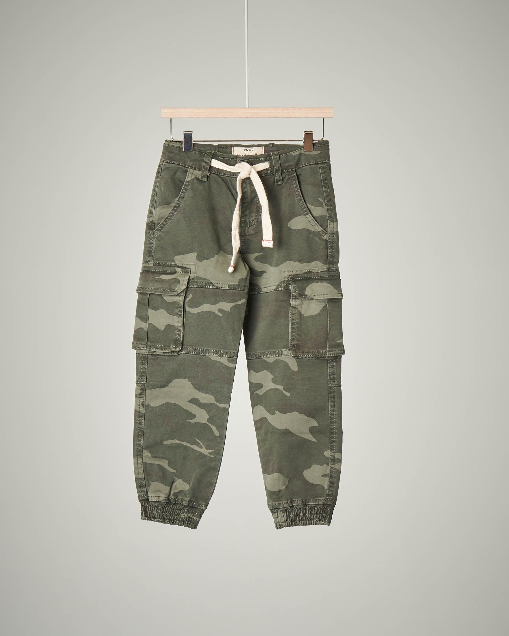 Pantalone militare con tasconi