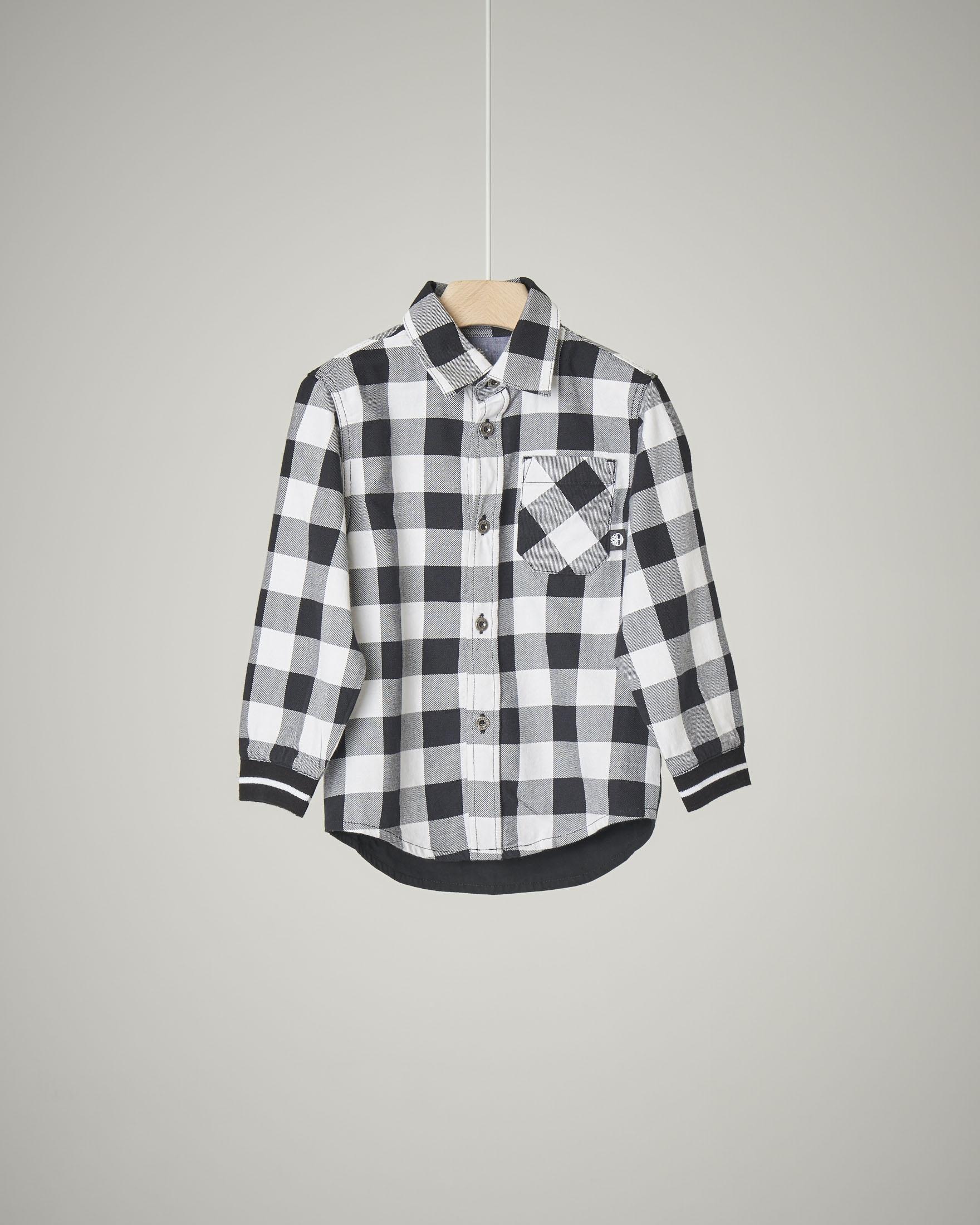 Camicia a quadri bianchi e neri in cotone