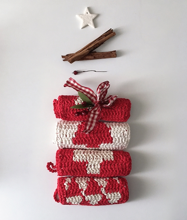 Free Patterns - NORDIC XMAS POTHOLDERS - 1