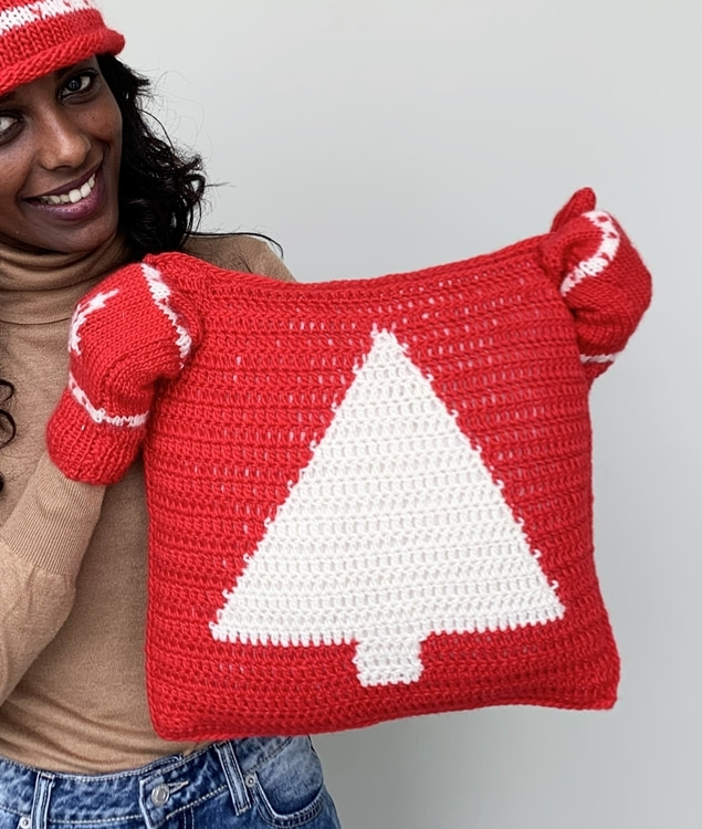 Free Patterns - MERRY TREE PILLOW - 1